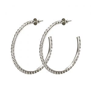 Madison Style Earrings are dazzling sensual hoops where the links of the chain become rigid in their elegant circular design : a solution for every type o woman whether she is wearing jeans or a cocktail dress.