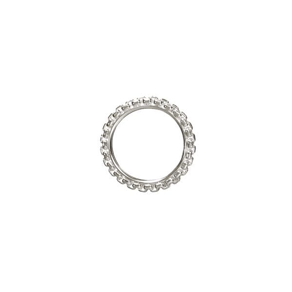 Madison Style Sterling Silver Ring with its original and modern design creates a classic chain round your finger where flexibility and rigidity are mixed. Streamline your look with this sterling silver Christofle box chain band ring which gives you the chic style you desire.