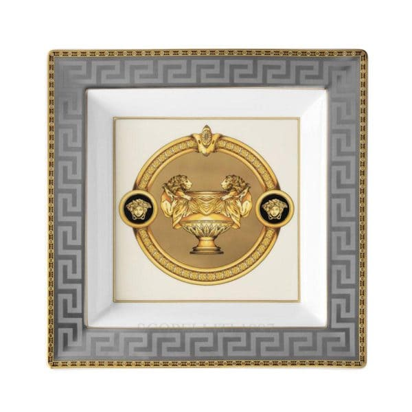 "Versace's luxurious ""Prestige Gala"" 22 cm Square Dish celebrates the Versace print ""Le Vase Baroque"" in all its flamboyant elegance."