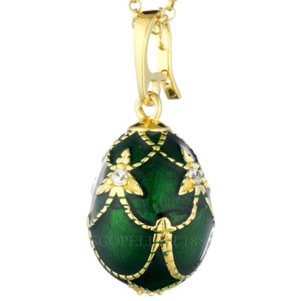 Collana uovo con smalto verde Fabergè