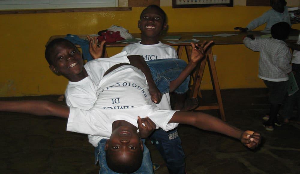 orfani presso l'orfanotrofio di mayungu